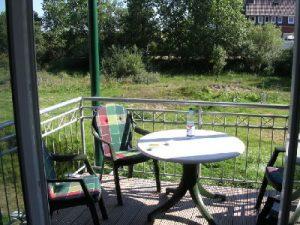 Balkon zur Südseite unserer Ferienwohnung auf Baltrum Bereit zum frühstücken